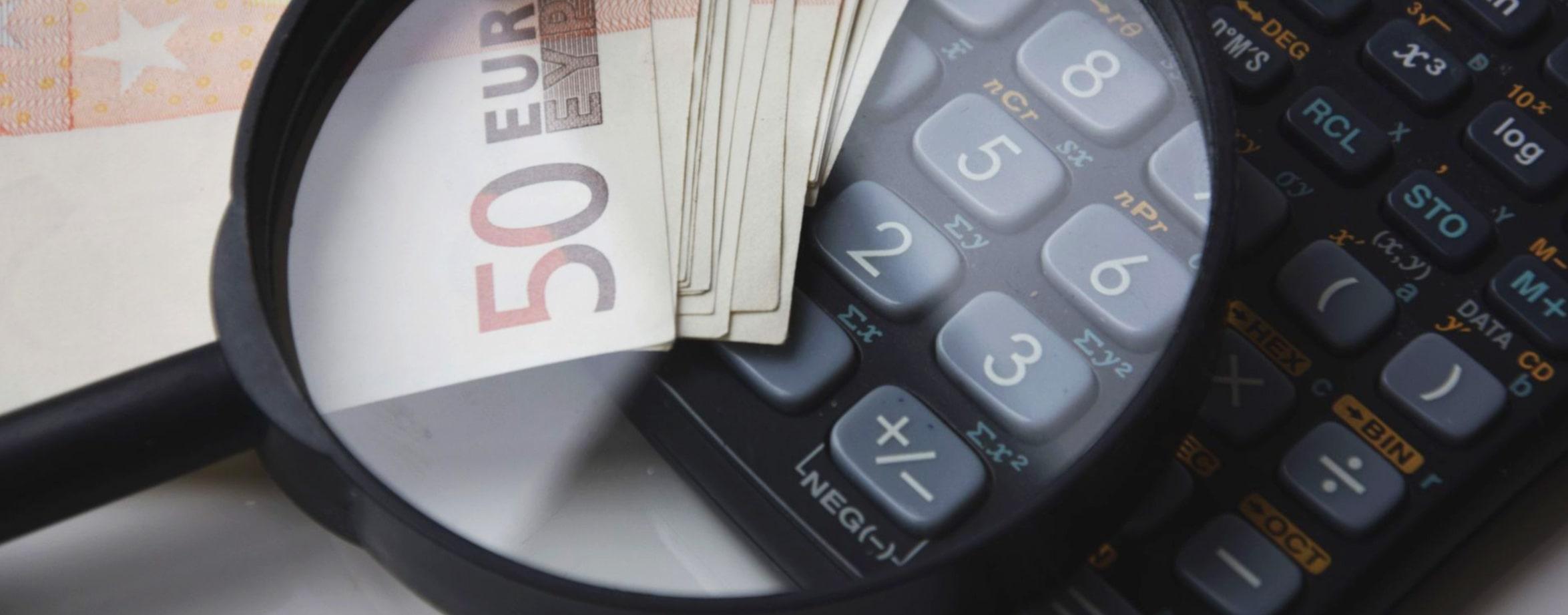 Voor personen die naar Nederland immigreren dan wel remigreren of uit Nederland emigreren geldt dat zij met betrekking tot dat jaar een ander soort aangifte inkomstenbelasting dienen in te vullen, het zogenoemde M-biljet.